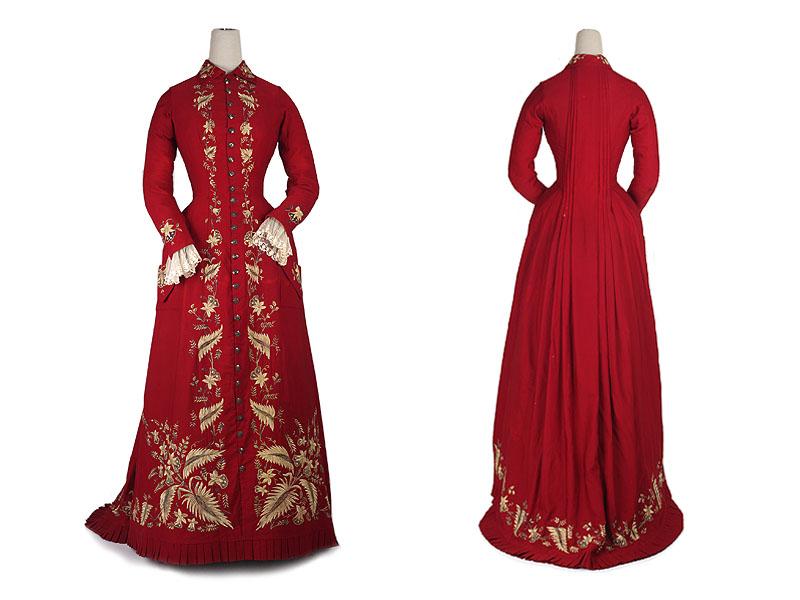 ...шерсти в пол со шлейфом.  Декорировано манжетами из тюля и вышивкой из.
