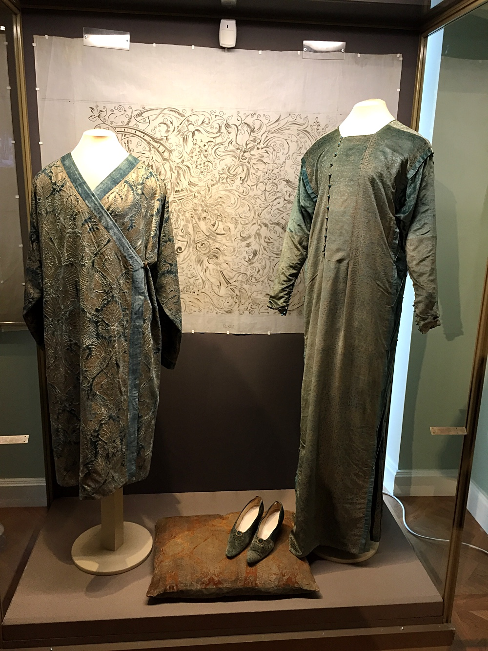 On the right - a full length velvet with gold printed Venetian lace pattern tabard gown Eleonora from Shoe Icons collection.