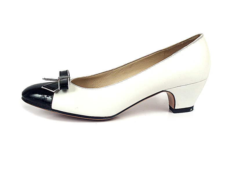 Shoe-Icons / Shoes / Low heel off-white